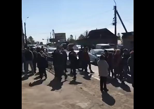 У Хусті мешканці невдоволені закриттям ринків на карантин, перекривали дорогу