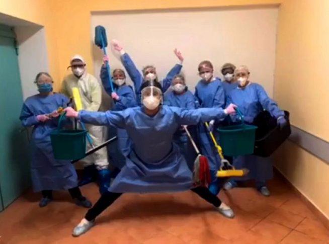 Закарпатські медики, які лікують хворих на COVID-19, записали танцювальне відео