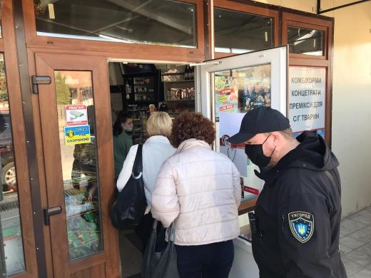 В Ужгороді тривають перевірки закладів, які працюють під час карантину