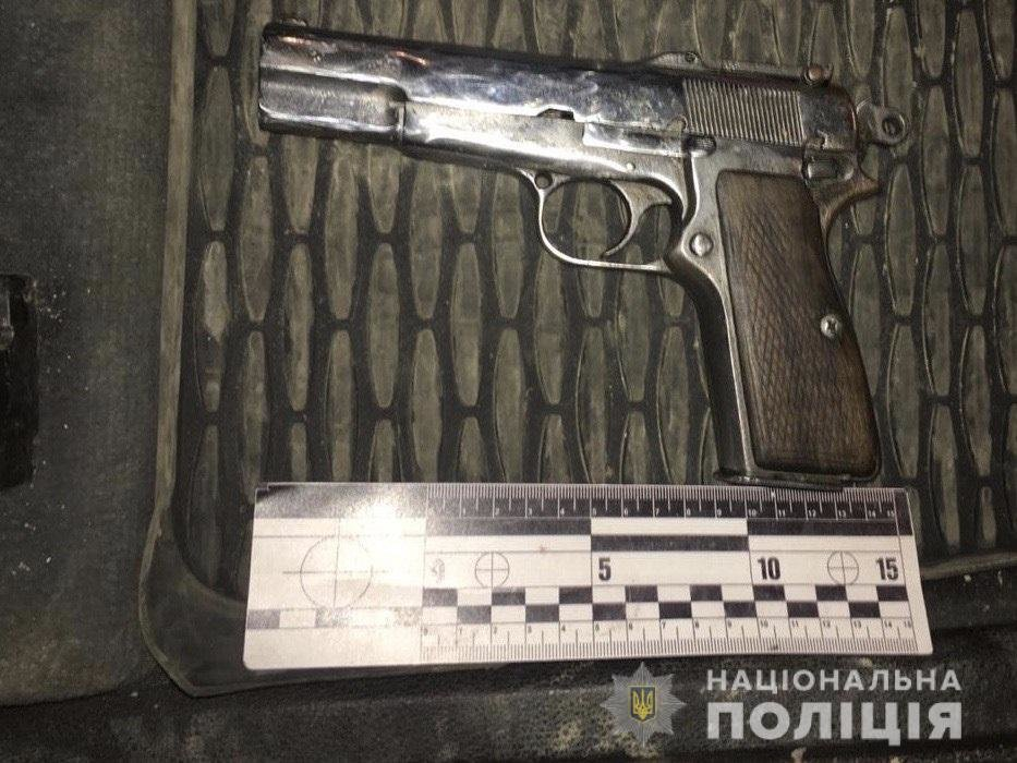 """На Тячівщині полісмени зупинили водія """"під кайфом"""" та його озброєного пасажира"""