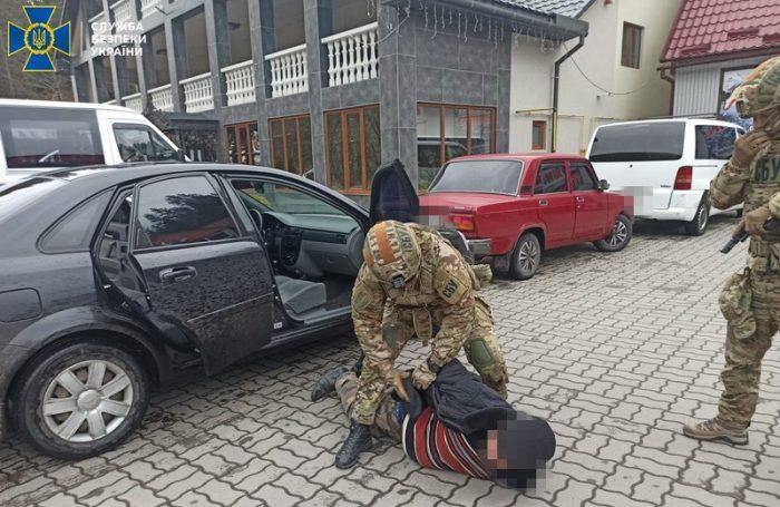 На Закарпатті СБУ блокувала збут вогнепальної зброї та боєприпасів (фото)