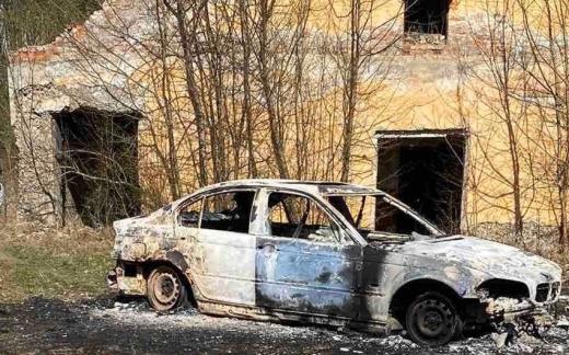 Поліція знайшла спалену машину злочинців, які стріляли у валютника на Берегівщині