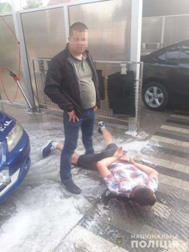 Поліцейські затримали у Сваляві чоловіка під час збуту метамфетаміну