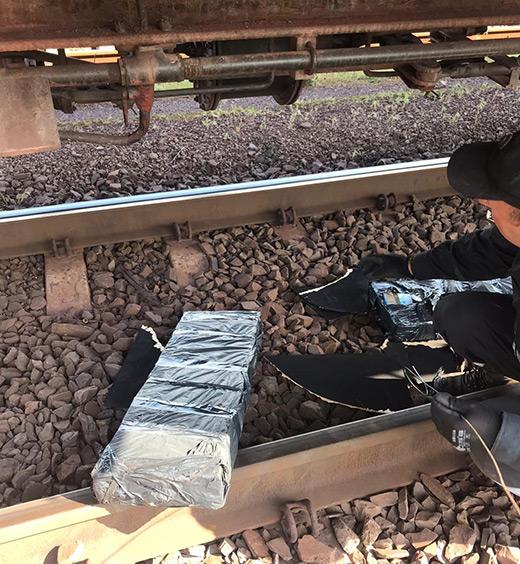 Закарпатські прикордонники виявили 7 ящиків безакцизних цигарок у конструкціях вагону вантажного потягу