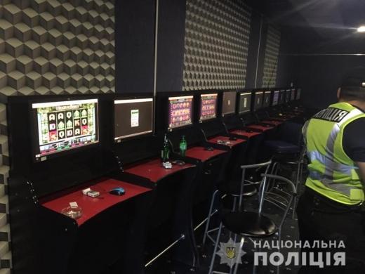 Поліцейські припинили незаконну діяльність грального закладу в Берегові