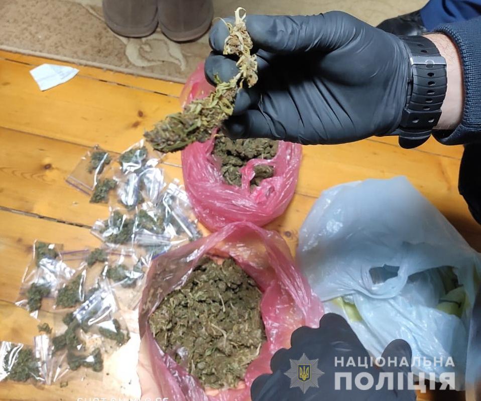 Ще одну наркодилерку викрили в Мукачеві (ФОТО)
