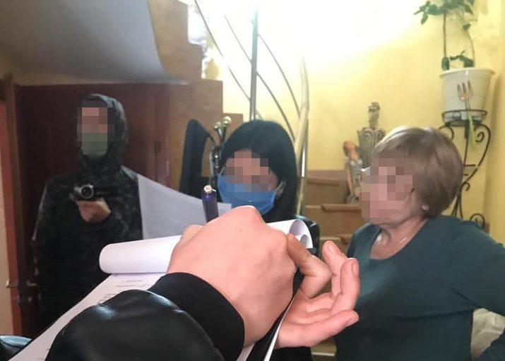 На Закарпатті поліція припинила незаконну діяльність зухвалої пенсіонерки-наркодилерки