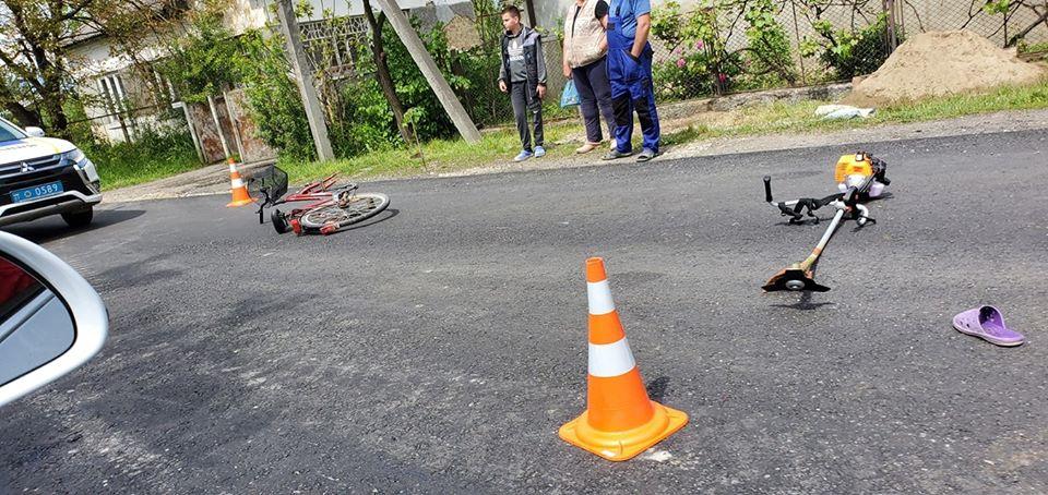 На Хустщині мотоцикліст збив велосипедиста – обидва у лікарні