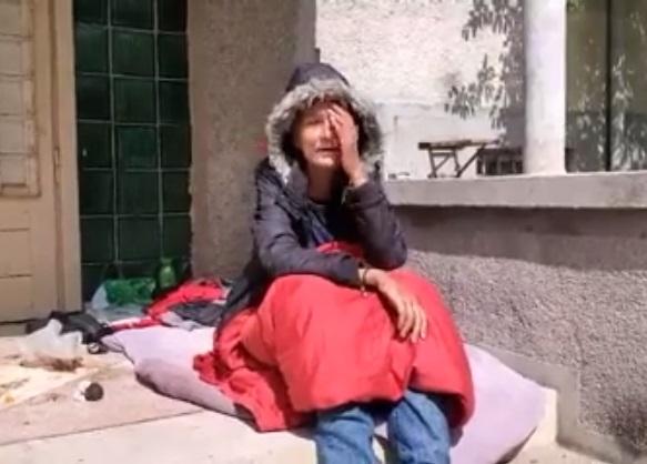 Хвора на рак жінка тиждень ночувала під дверима Мукачівської лікарні (відео)