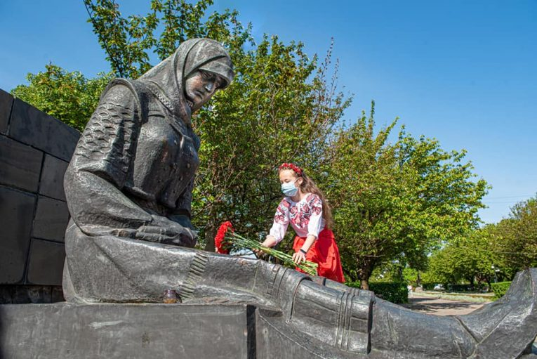 Громадські організації Виноградова вшанували пам'ять полеглих у Другій світовій війні (ФОТО)
