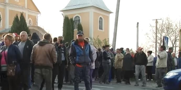 На Закарпатті мешканці Дунковиці виступили проти незаконного будівництва УПЦ МП (документ)