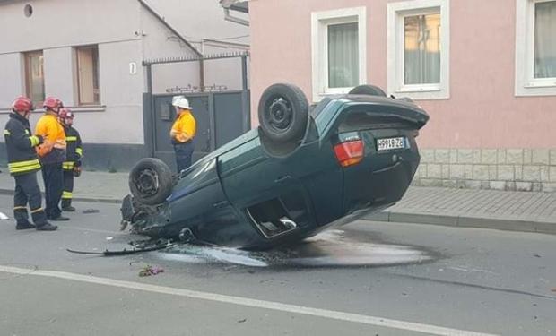 В Ужгороді автомобіль перекинувся на дах (фото)