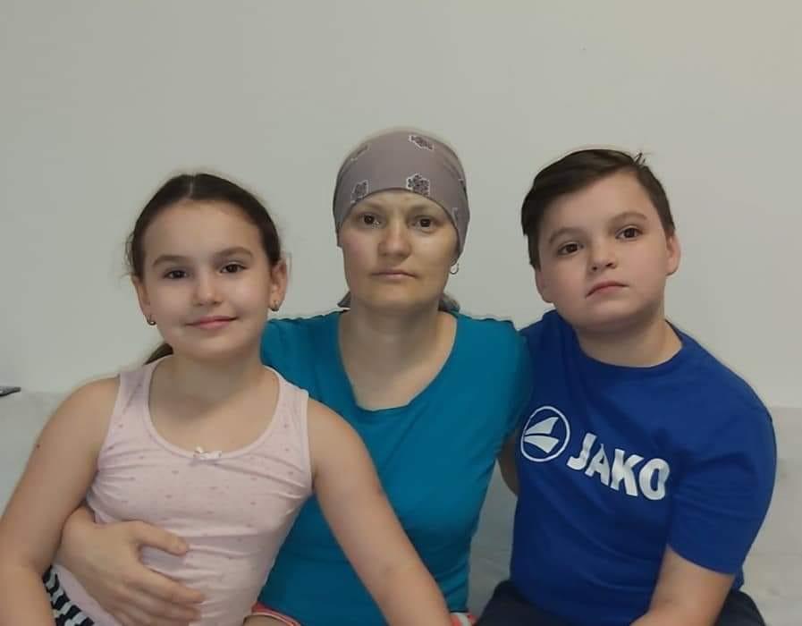 Закарпатка та її 11-річний син борються за життя у австрійській лікарні