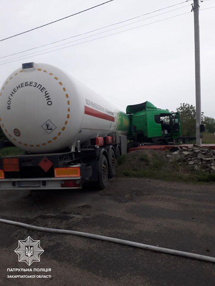 П'яний водій вантажівки, що віз цистерну з пропан-бутаном, влаштував ДТП в Ужгороді