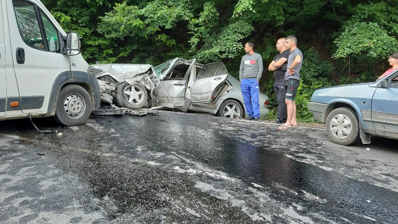 Мікроавтобус та легковик зіткнулись на Виноградівщині (ФОТО)