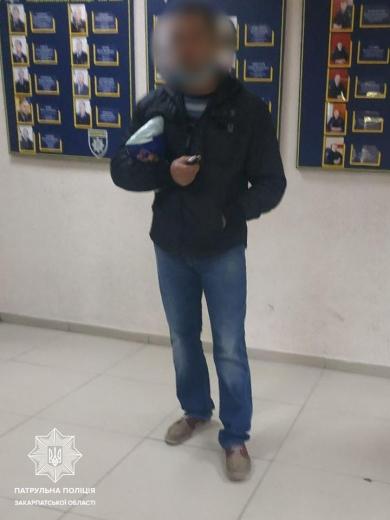 Ужгородські полісмени затримали чоловіка, який вкрав із лікарні медикаменти та особисті речі працівників