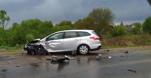 """Поблизу """"Епіцентра"""" в Ужгороді зіткнулися два автомобілі"""
