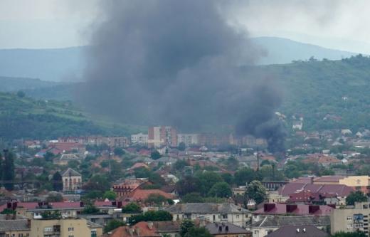 У Мукачеві в ромському поселенні сталася пожежа (ФОТО, ВІДЕО)