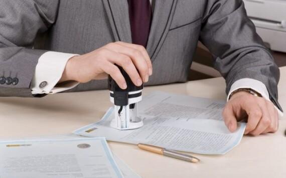 Закарпатська кіберполіція викрила посадовця, що незаконно перереєстрував нерухомість