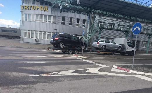 Закарпатські митники запобігли ввезенню в Україну двох автівок за підробленими документами