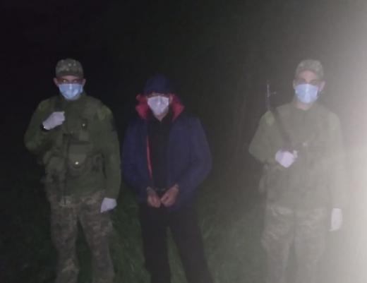 Біля кордону з Угорщиною на Закарпатті затримали чоловіка, підозрюваного у вбивстві