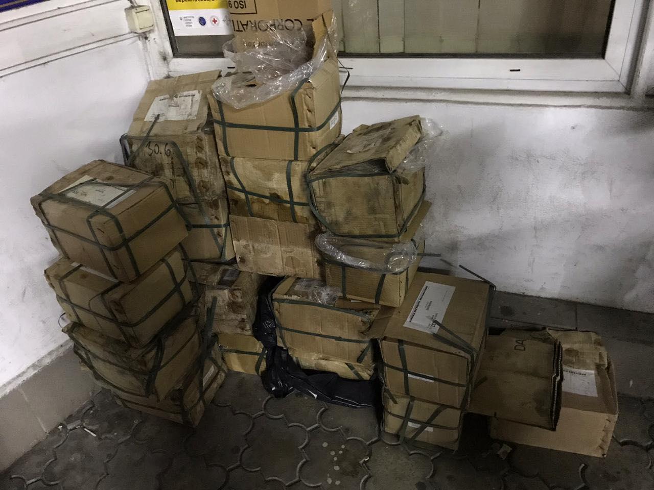 Закарпатські митники вилучили в українця понад 200 кг металевих ножиць та затискачів (ФОТО)