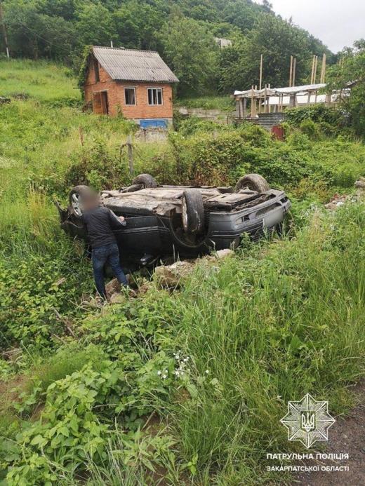 В Ужгороді та на Мукачівщині перекинулися дві автівки