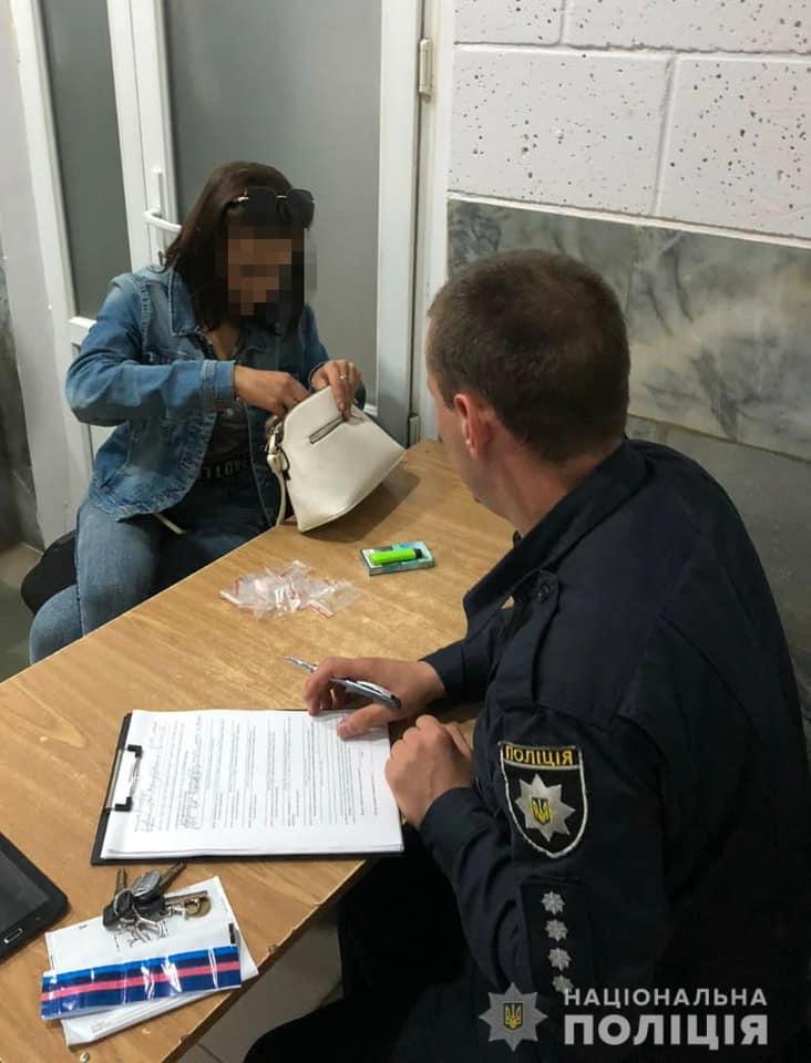 У Виноградові затримали молоду жінку з повною сумкою метамфетаміну