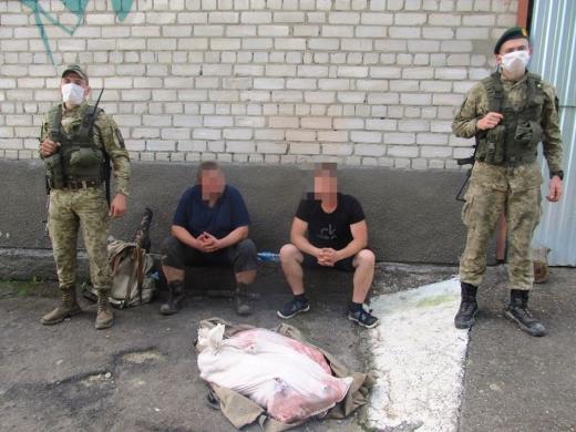 """Біля кордону з Румунією на Хустщині затримали """"на гарячому"""" двох браконьєрів"""