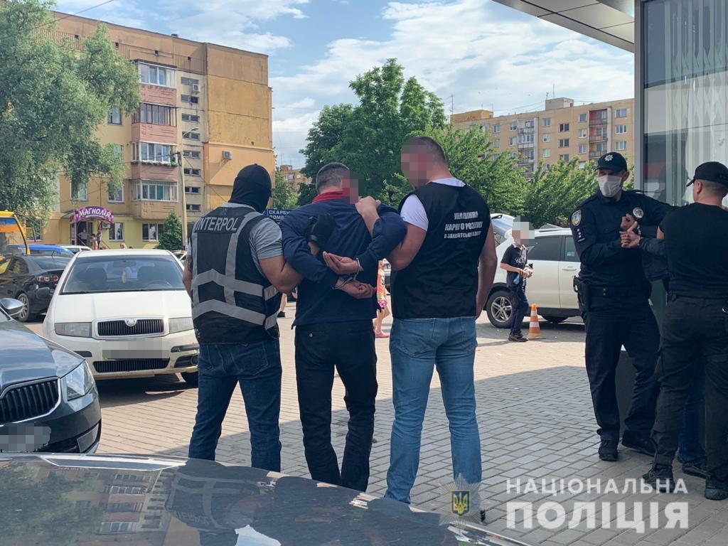 В Ужгороді затримали іноземця, розшукуваного Інтерполом за шахрайство