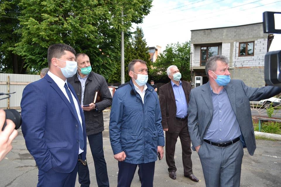 У Тячеві міський голова та голова Закарпатської ОДА відвідали реконструйовану школу та новітній спорткомплекс