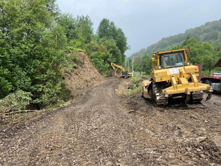 У закарпатській Лубні завершили роботи по будівництву тимчасової переправи через річку (фото)