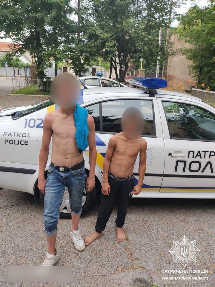 В Ужгороді двоє малолітніх злодіїв напали на пенсіонера біля банкомата, вкрали гроші і втекли