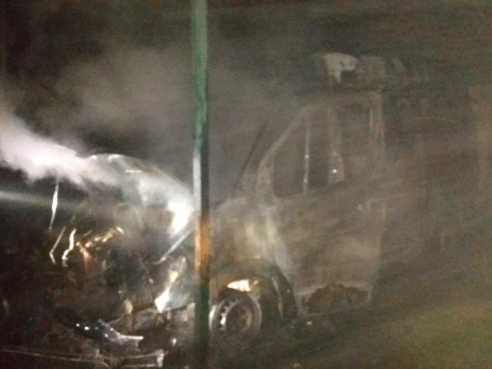 На Мукачівщині згорів мікроавтобус, навантажений  аерозольними балонами з засобом проти тарганів