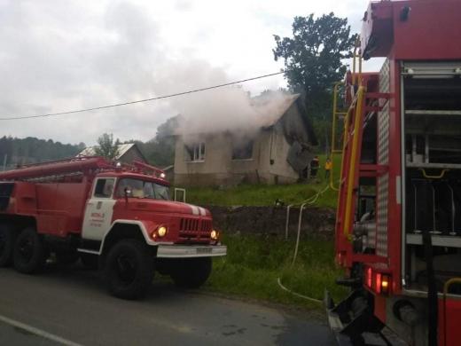 Під час пожежі у житловому будинку на Тячівщині загинули дві жінки