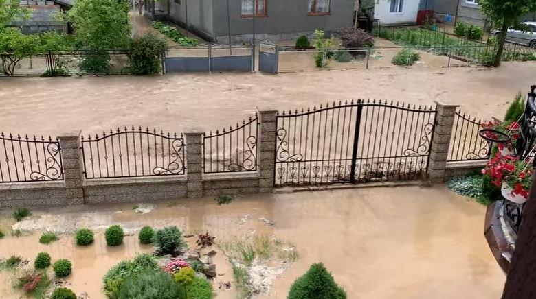 Потужна злива підтопила село на Іршавщині (ВІДЕО)