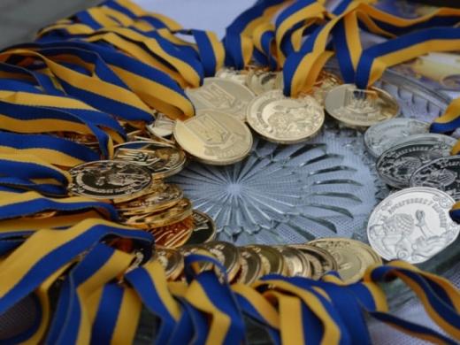 Завтра в Ужгороді вручатимуть медалі випускникам