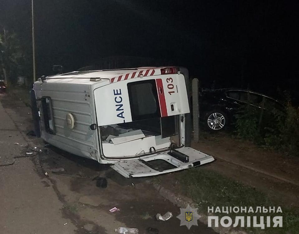 """Подробиці від поліції про нічну ДТП в Ужгороді, де зіткнулися BMW і """"швидка"""""""