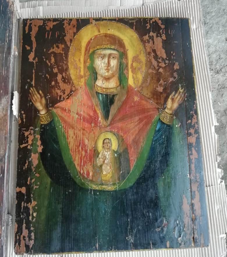 Закарпатські митники перешкодили контрабанді старовинних ікон та картин