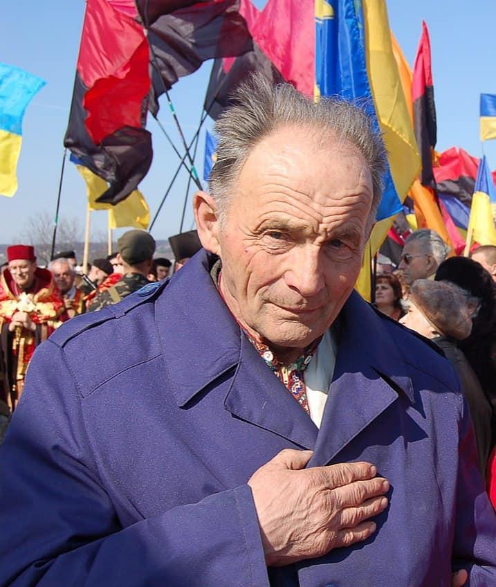 Політв'язню Івану Мирону призначено довічну Президентську стипендію, а КП Закарпатської облради виселило його організацію з приміщення