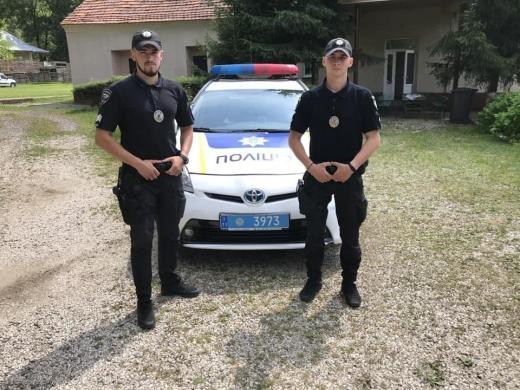 На Виноградівщині патрульні допомогли водієві, який втратив свідомість за кермом