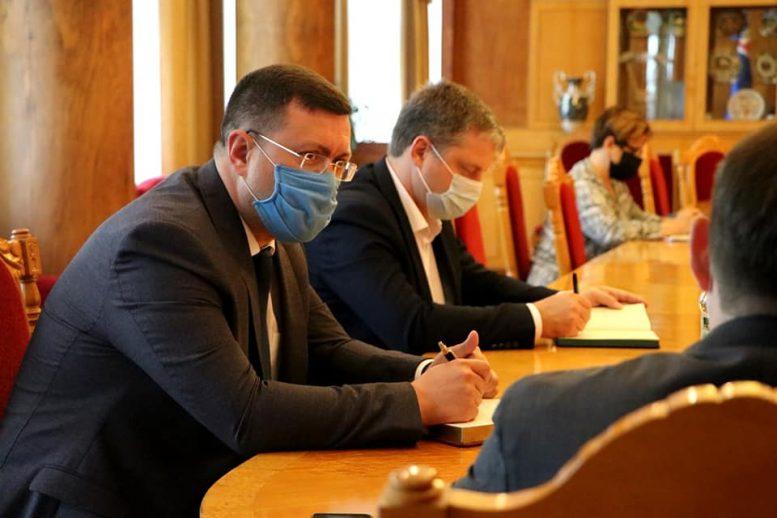 Олексій Петров представив керівникам департаментів та управлінь першого заступника голови Закарпатської ОДА Олега Коцюбу