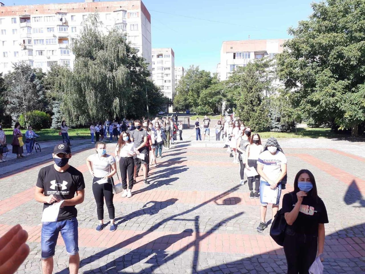 Майже три тисячі закарпатських учнів сьогодні взяли участь у ЗНО з біології