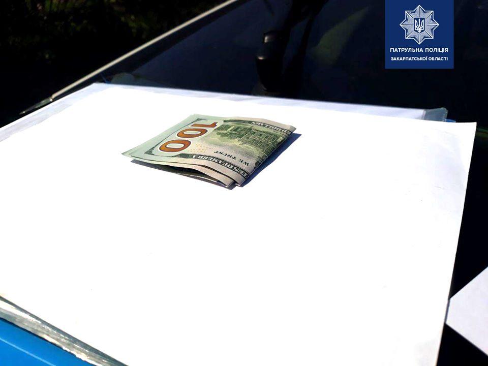 В Ужгороді п'яний водій намагався дати хабара патрульним