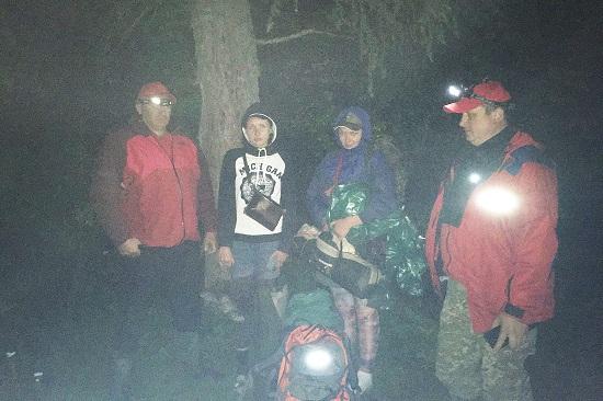 За добу закарпатські рятувальники двічі допомогли туристам у горах