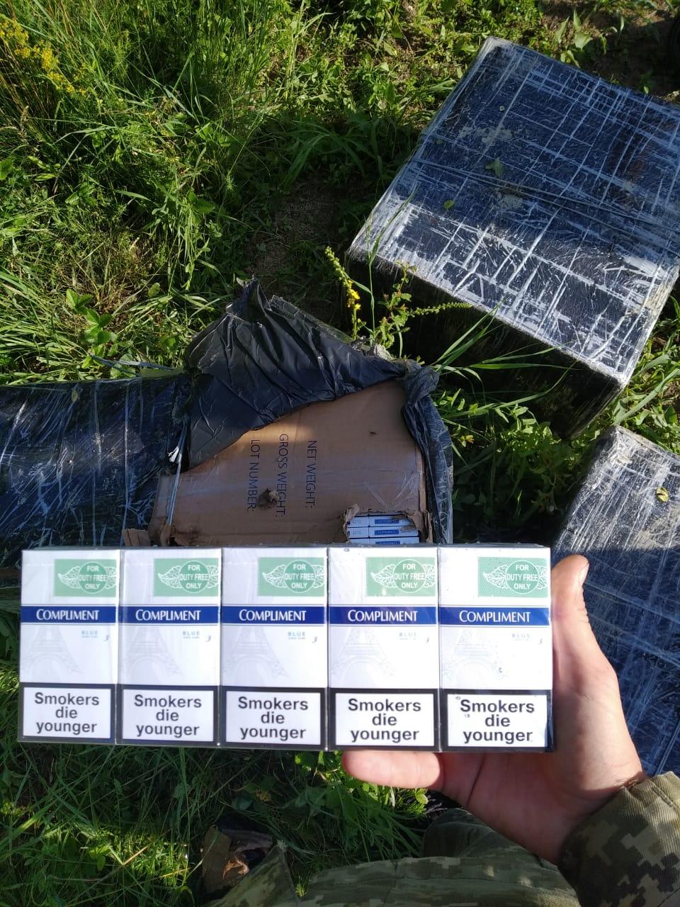 Закарпатські контрабандисти втекли від прикордонників, покинувши 6 ящиків безакцизних сигарет
