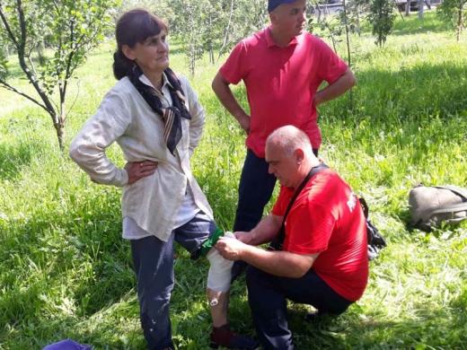 На Іршавщині жінка травмувала ногу і більше доби провела у лісі, поки її не відшукали рятувальники