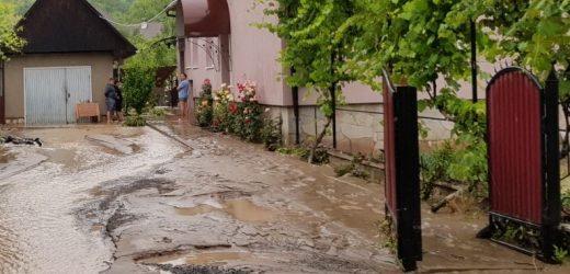 У двох районах Закарпаття через сильні дощі підтоплено дворогосподарства