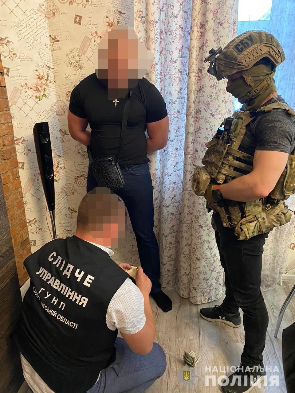 Затриманих наркодилерів, що торгували по всьому Закарпаттю, по одному випускають під заставу