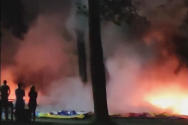 В Ужгороді згорів атракціон в Боздошському парку (відео)